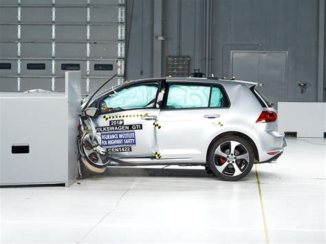 crash test si鑒e auto 2015 volkswagen gti driver side small overlap iihs crash test