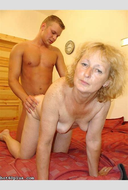 Granny sucks cock and gets fucked hard in a cheap and sleazy motel room - Pichunter