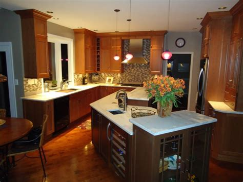 Kitchen Pendulum Lights Over Island
