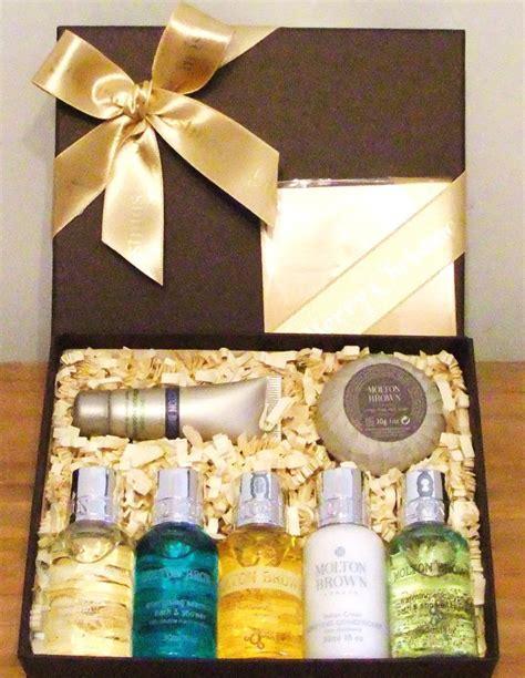 molton brown luxury men s christmas gift box set 163 17 99