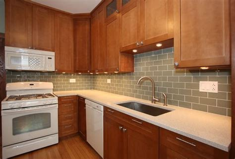 Kitchen Backsplash Pictures With Oak Cabinets by Kitchen Backsplash With Oak Cabinets And White Appliances