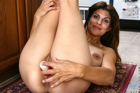 latin mommy works her slit out mature xxx pics