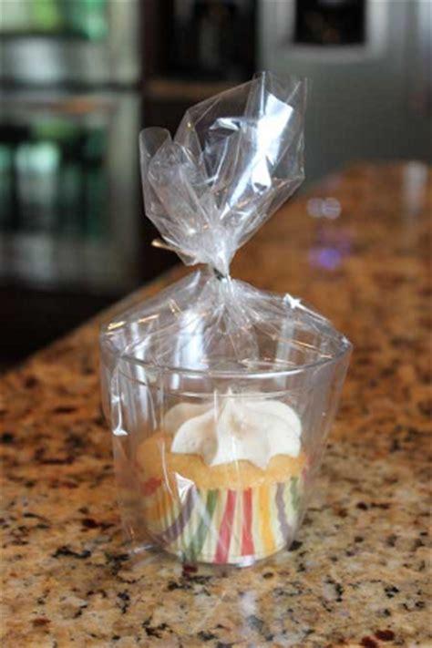 utiliza tus vasos  forros de cupcakes  recordatorios