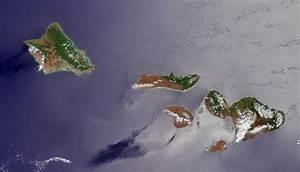 File:NASA satellite photograph of the Hawaiian islands of ...
