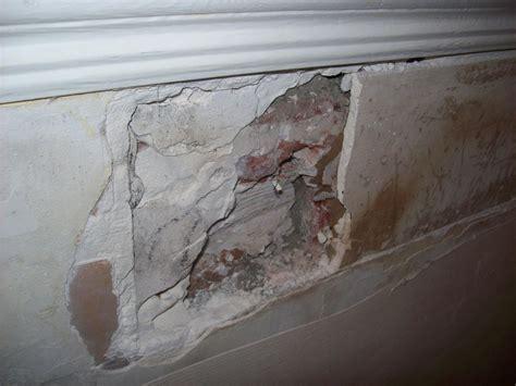 boucher un tr 232 s gros trou dans le mur ou refaire le mur