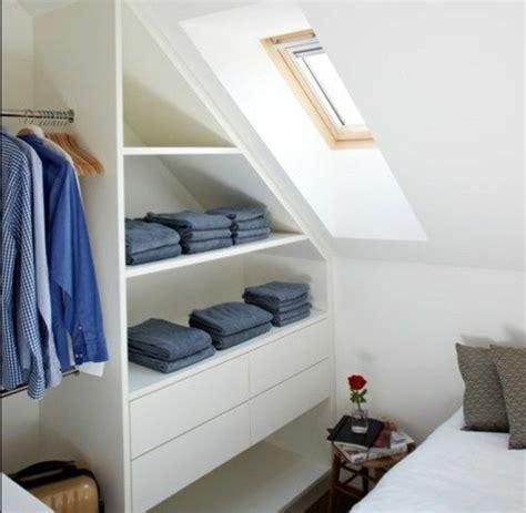 chambre sous pente 1001 idée pour un dressing sous pente gain de place