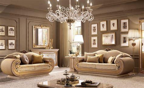 Divani E Poltrone Stile Classico : Salotto In Stile Classico Contemporaneo, Per Ville