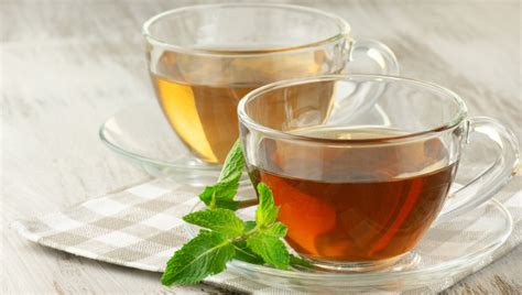 Coffee wars are real, y'all. Black tea or black coffee: A clinical nutritionist talks about the healthier option.-ब्लैक टी या ...