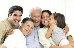 Resultado de imagen de familia riendo