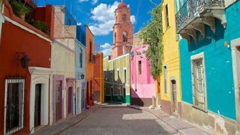 chambre insolite avec les maisons colorées de guanajuato