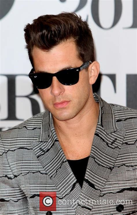 Mark Ronson  Brit Awards Red Carpet 2016  2 Pictures