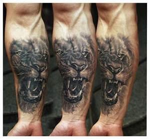 Tatuaje Brazo Realista León por Redberry Tattoo