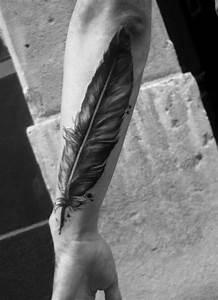 Tattoo Feder Unterarm : 25 best ideas about quill tattoo on pinterest feather pen tattoo spine quote tattoos and ~ Frokenaadalensverden.com Haus und Dekorationen