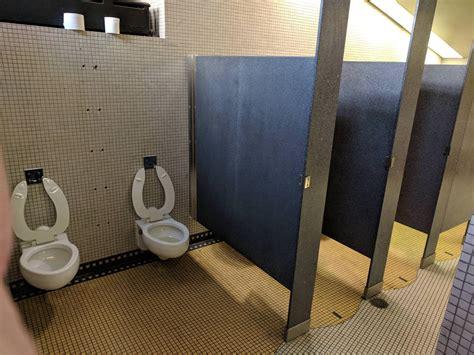 uncomfortable bathroom  crappydesign