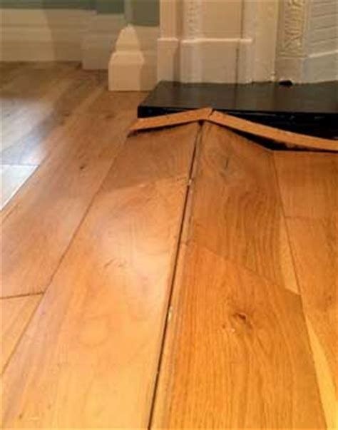 Water damage on hardwood floor : internetparents