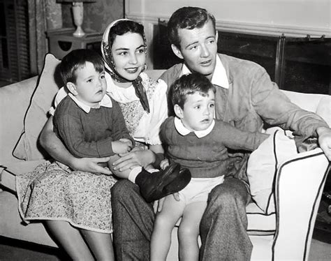 walker jones robert jennifer jr michael hollywood sons actor movie sr stars wife films junior actress born married actors 1940