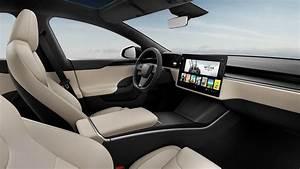 Tesla Model S 2021 terá opção de volante 'normal' ao polêmico 'manche de avião'