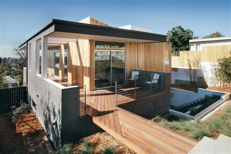 The Three Step House Built on a Steep Hillside in Los