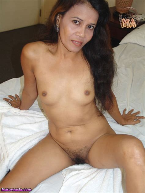 This Older Amateur Mature Filipino Women Has An Amazing Tight Body For Her Age