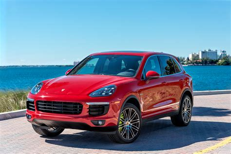 Porsche Cayenne Picture porsche cayenne wallpapers pictures images