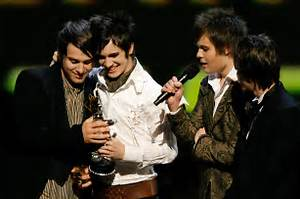 Panic At The Disco Wins 2006 Mtv Vma Gets Interrupted