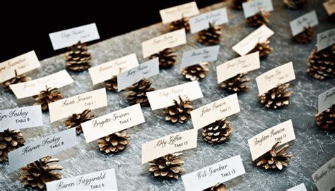 winter wedding place card table pinecone place card holders tischkarten zur hochzeit im winter gestalten