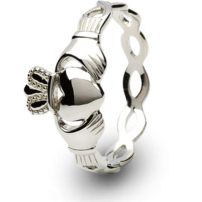irish wedding ring middle finger claddagh ring sl sl46