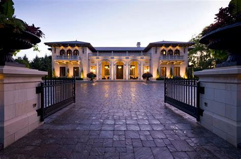 Classical Italianate Villa In Minnesota