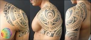 Tatouage Homme Croix : exemple tatouage armure polynesien pectoraux epaule bras ~ Melissatoandfro.com Idées de Décoration
