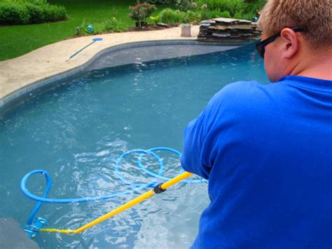 Tips On Cleaning The Swimming Pool Tiles