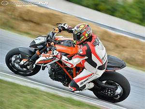 Duke 1290 R : 2015 ktm 1290 super duke r track ride photos motorcycle usa ~ Medecine-chirurgie-esthetiques.com Avis de Voitures