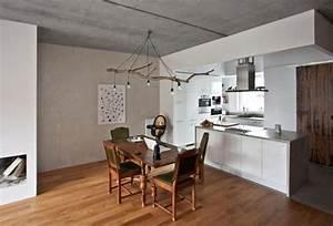 Esstisch Lampe Design : kronleuchter essbereich zweige esstisch beton decke holzboden wohnzimmer pinterest design ~ Markanthonyermac.com Haus und Dekorationen