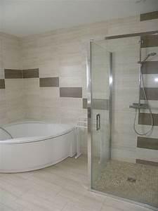 les 25 meilleures idees concernant baignoire d39angle sur With petite salle de bain avec douche et baignoire