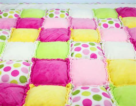 patchworkdecke selber machen patchworkdecke n 228 hen rag puff quilt n 228 hanleitung kullaloo