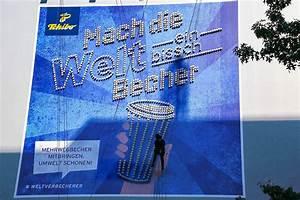 Tchibo De : tchibo wirbt mit riesenplakat aus kaffeebechern w v ~ Eleganceandgraceweddings.com Haus und Dekorationen