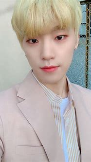 SEVENTEEN's Dino Pushed And Ignored At Recent Fanmeet In ...