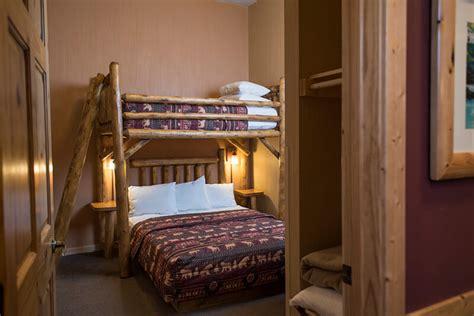 bedroom deluxe glacier canyon lodge wisconsin dells