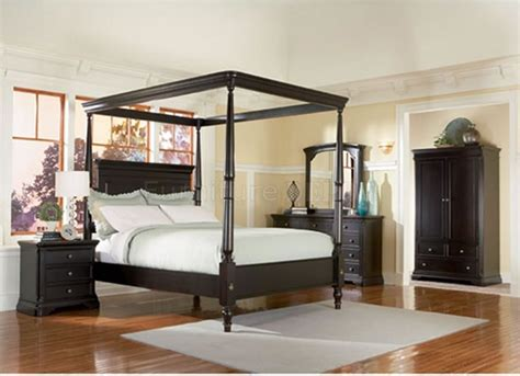 wood canopy bed brown wooden canopy bed with curving brown