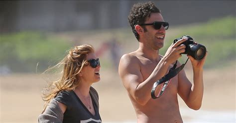 Isla Fisher Pregnant Hawaii Popsugar Celebrity