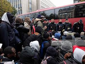 Migrants gather as police and security address the ...