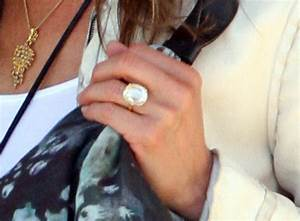 jennifer aniston39s engagement ring from justin theroux With jenn im wedding ring
