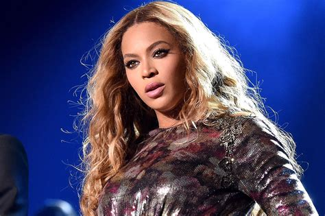 Beyoncé Pregnant With Twins And Twitter Is Losing It
