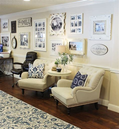 Instead, choose smaller pieces that can be laid like a collage or gallery wall like the contemporary living room. How to Decorate a Large Wall with Style