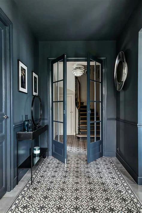wunderschoener eingangsbereich  komplett  blau