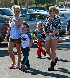 Britney Spears, Jamie Lynn Spears Go Shopping With ...