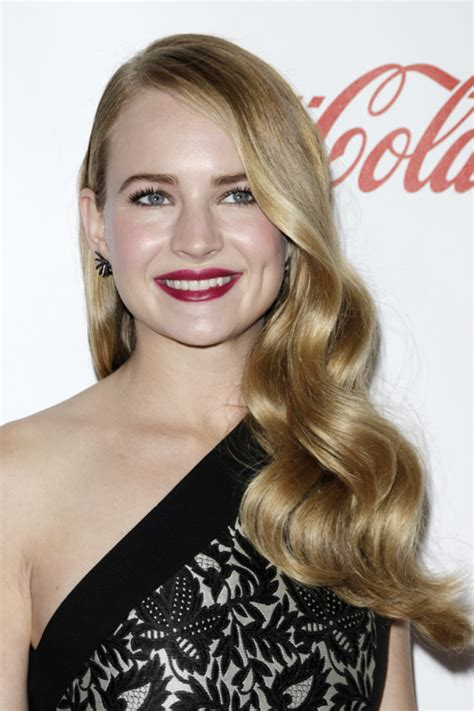 britt robertson wavy medium brown faux sidecut side part