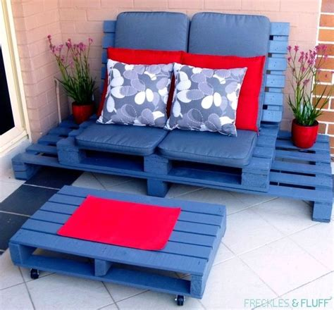 Wood Pallet Sofa by 40 Creative Pallet Furniture Diy Ideas And Projects