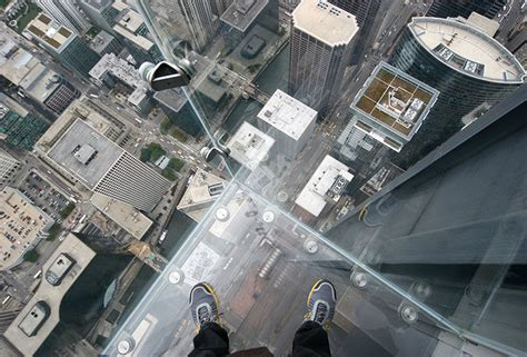 Willis Tower Observation Deck Wait Time by Willis Tower Skydeck Glass Cracks Scares Living Crap Out