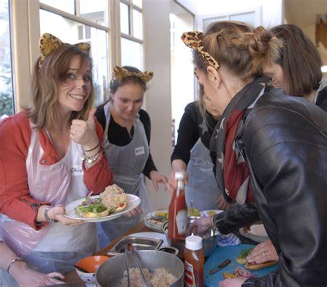 evjf cours de cuisine evjf cours de cuisine dans un jardin à