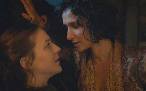 game of thrones 7 il bacio saffico tra yara greyjoy e ellaria sand è stato pura improvvisazione